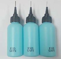 בקבוק כחול עם מחט