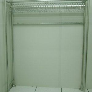 מתקן לתליית אוברולים וחלוקים חדר נקי